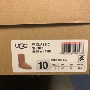 UGG Shoes - Classic short UGG boots with box